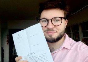 """Staszewski ponownie wygrywa w Sądzie. Tabliczka """"strefa wolna od LGBT"""" nie łamie prawa"""