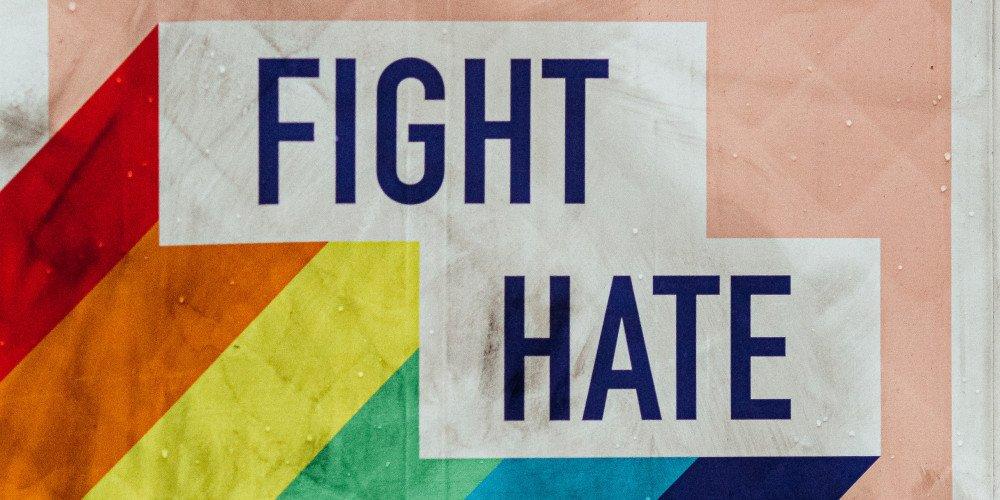 Włochy: prawica blokuje uznanie homofobii za przestępstwo, powołując się na wolność słowa