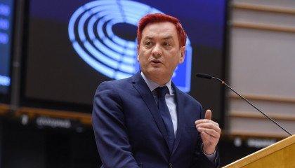 """Robert Biedroń: """"niech nas zobaczą"""". Polityk zachęca do brania udziału w Narodowym Spisie Powszechnym"""