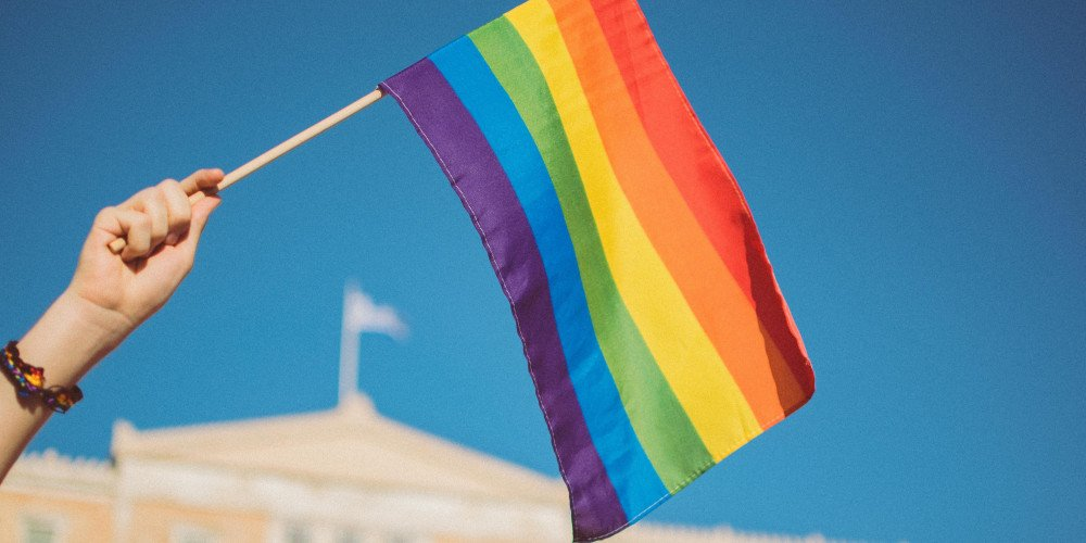 Sąd: tęczowa flaga nie zakłóca zbierania podpisów przez fundację antyaborcyjną