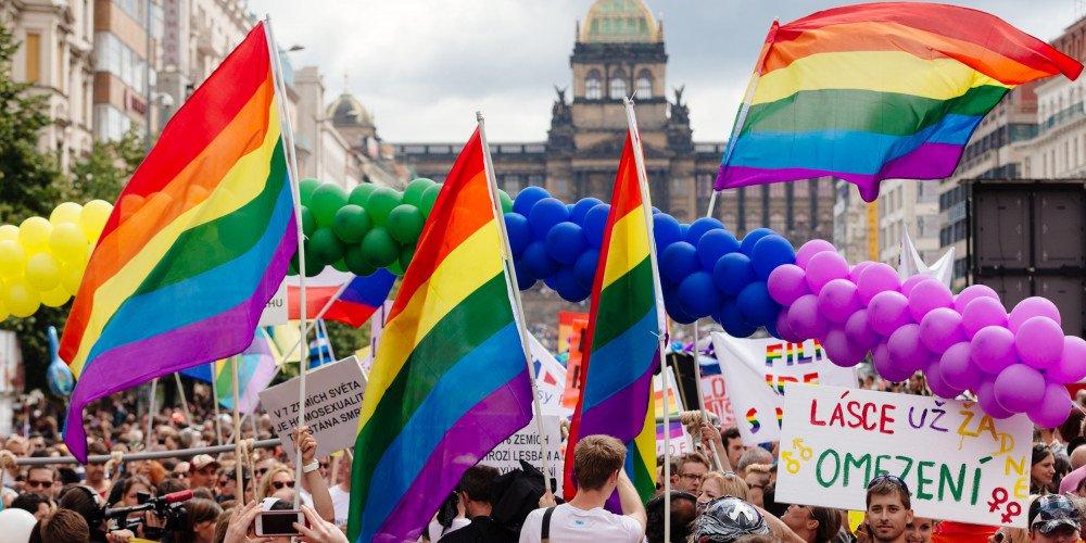 Czechy coraz bliżej równości małżeńskiej! Projekt ustawy skierowany do drugiego czytania