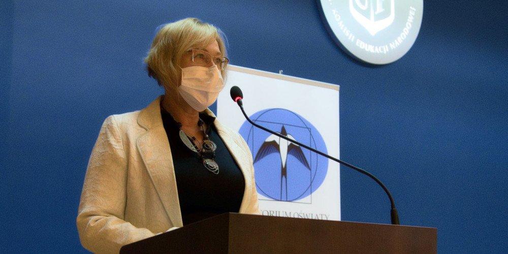 """Barbara Nowak nie widzi problemu w lekcji o leczeniu homoseksualności elektrowstrząsami. """"Ksiądz przeprosił"""""""
