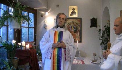 Bp Szymon Niemiec dopuścił się parodii Mszy podczas Parady Równości? Sąd zwraca sprawę do prokuratury
