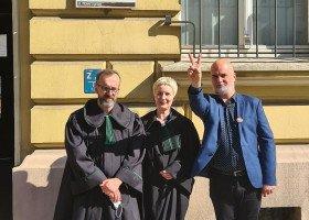"""Tolerado wygrywa w sądzie! Sprawa homofobicznych """"pogromobusów"""" wróci do ponownego rozpatrzenia"""