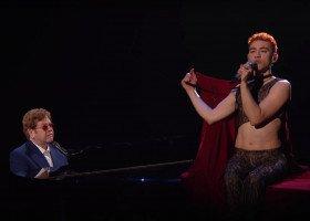 """Genialny, queerowy występ duetu Elton John i Olly Alexander w piosence """"It's a Sin"""" na BRIT Awards"""
