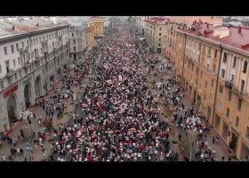 """""""Nie żyliśmy na próżno"""" - nowy film Bartosza Staszewskiego o protestach na Białorusi oczami osób LGBT"""
