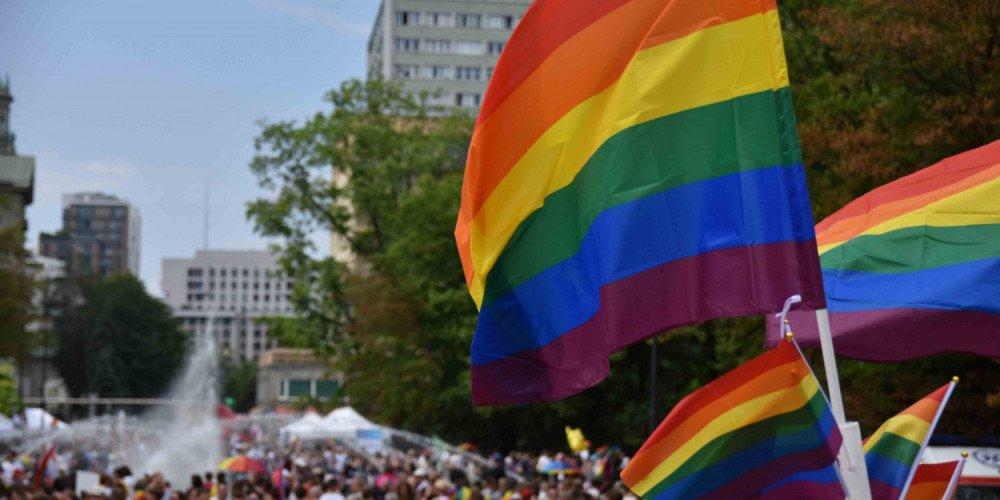 Luzowanie obostrzeń: demonstracje do 150 osób - co z Paradą Równości?