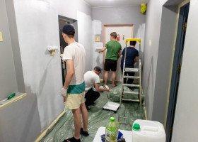 """""""Pedała w domu mieć nie chcemy"""" - w Łodzi działa hostel interwencyjny dla osób LGBT+ w kryzysie bezdomności"""