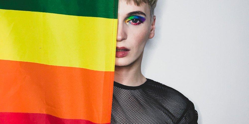 Stacje radiowe nie chcą puszczać kogoś z takim wizerunkiem - Madox o homofobii, showbiznesie i nowym albumie