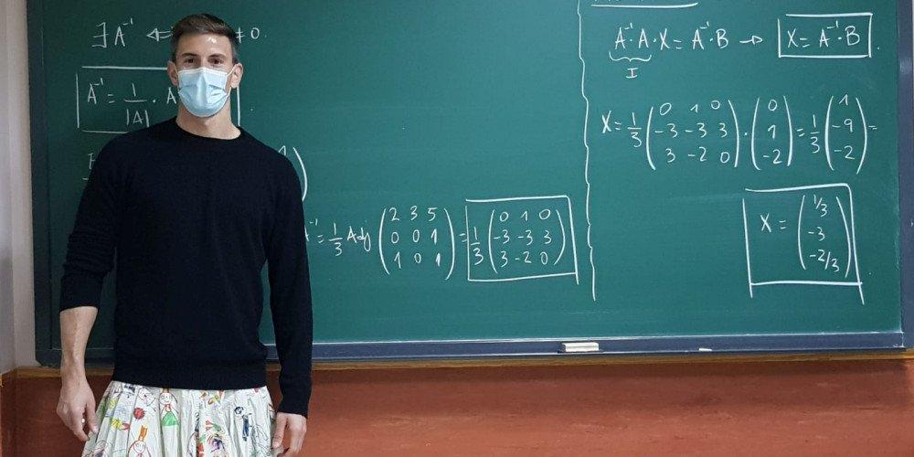 """""""Ubrania nie mają płci"""" - nauczyciele przychodzą na lekcje w spódniczkach, żeby okazać wsparcie uczniowi"""