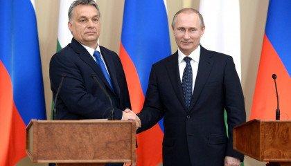 Orbán wpycha LGBT do szafy - Polska będzie następna.
