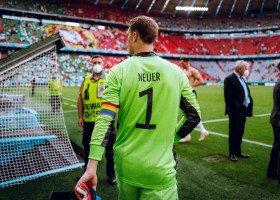 Tęczowa opaska kapitańska na Euro złamaniem zasad? UEFA podjęła decyzję.