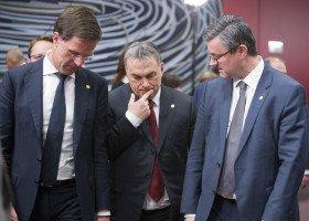 """Premier Holandii chce """"rzucić Węgry na kolana"""" w sprawie homofobicznej ustawy"""