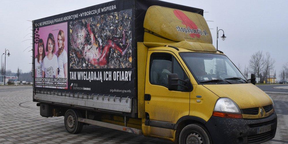 Warszawa: radni podjęli decyzje w sprawie płodobusów i homofobusów. Ich przejazd będzie nielegalny