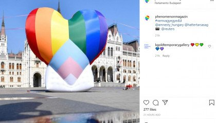 Ogromne tęczowe serce przed homofobicznym węgierskim parlamentem - protesty na Węgrzech