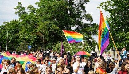 Czy byłoby ci wstyd gdyby ktoś z rodziny był gejem? Europejski Sondaż Społeczny pyta, a odpowiedzi zaskakują