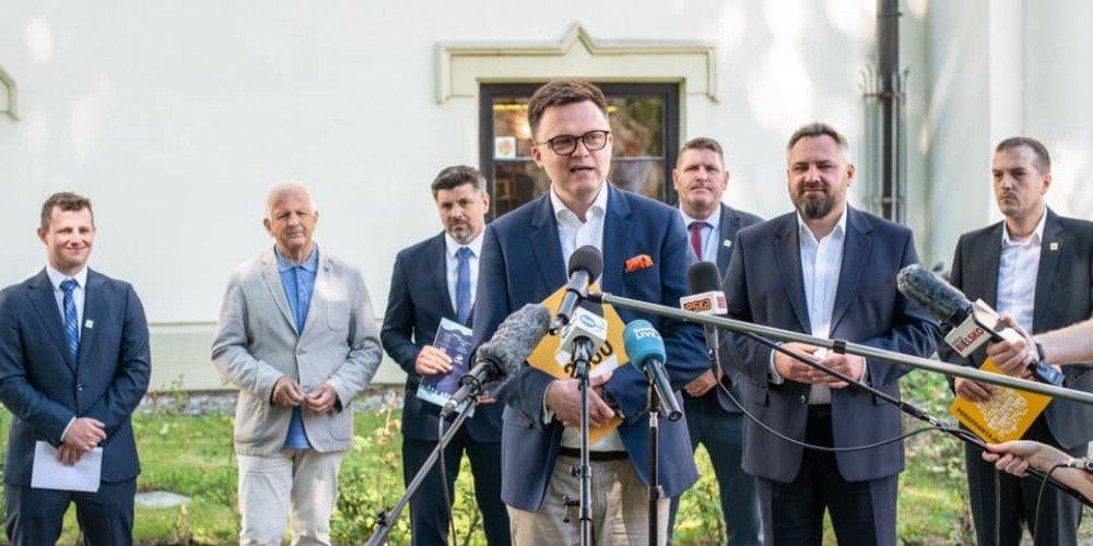 """W Polsce 2050 Szymona Hołowni nie będzie miejsca dla osób, które głosowały za strefami """"wolnymi od LGBT"""""""