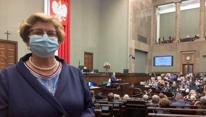 """Posłanka PiS mówiła, że """"LGBT jest przyczyną samobójstw dzieci"""". Okręgowa Izba lekarska, której jest członkinią, odpowiada"""