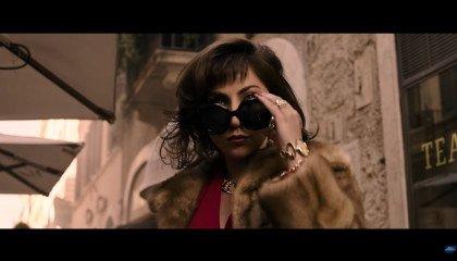 """Lady Gaga jako Patrizia Reggiani zachwyca w trailerze filmu """"House of Gucci"""". Rodzina Gucci ma żal do piosenkarki"""