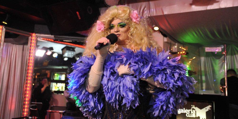 Lady Brigitte. Kultowa drag queen opowiada nam o dragu w latach 90., dyskryminacji w środowisku i negatywnym wpływie RuPaula na polskie performerki