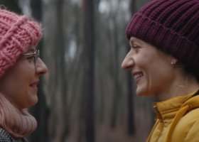 """""""Jestem lesbijką"""" w polskim kinie. Recenzja filmu """"Czarna owca"""", który odczarowuje słowo na """"l"""""""