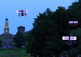 Krakowski MOCAK oddaje głos osobom LGBT - Dronowy pokaz na Rynku Głównym już we wrześniu!