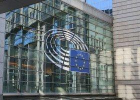 """Komisja Europejska grozi odebraniem funduszy województwom, które wprowadziły strefy """"wolne od LGBT"""""""