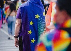 """Termin na zmianę decyzji w sprawie ustaw """"anty-LGBT"""" minął. Co zrobi Komisja Europejska?"""
