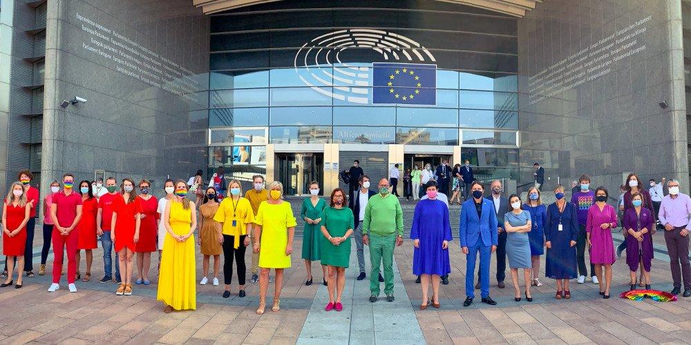 Rezolucja UE: Czy Polska uzna małżeństwa jednopłciowe i związki partnerskie? Zebraliśmy komentarze polityków