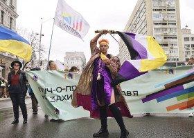 Ukraińska Duma - tysiące osób LGBT przeszło w kijowskim Marszu Równości