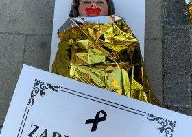 Nekrologi pod Ministerstwem Edukacji - młodzieżowe forum LGBT+ wznawia protesty