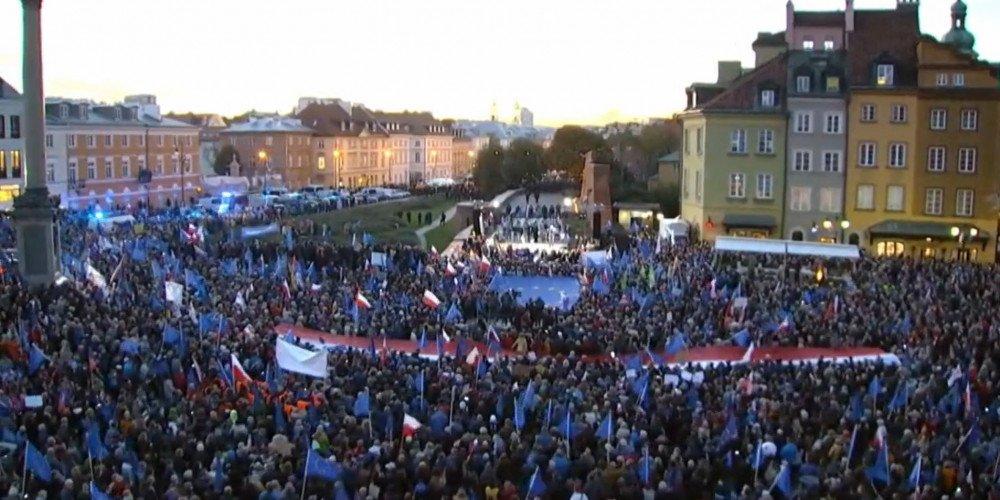 Protesty w całej Polski po wyroku TK w sprawie prawa unijnego. Zatrzymany m.in. Franek Broda