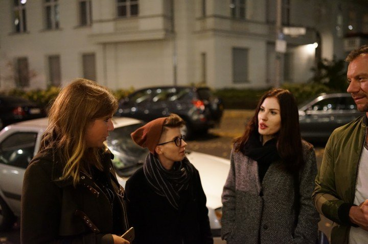 Przed Hotelem am Steinplatz