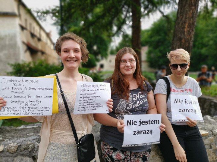 Demonstracja przed kurią krakowską - zdjęcie: 1/5