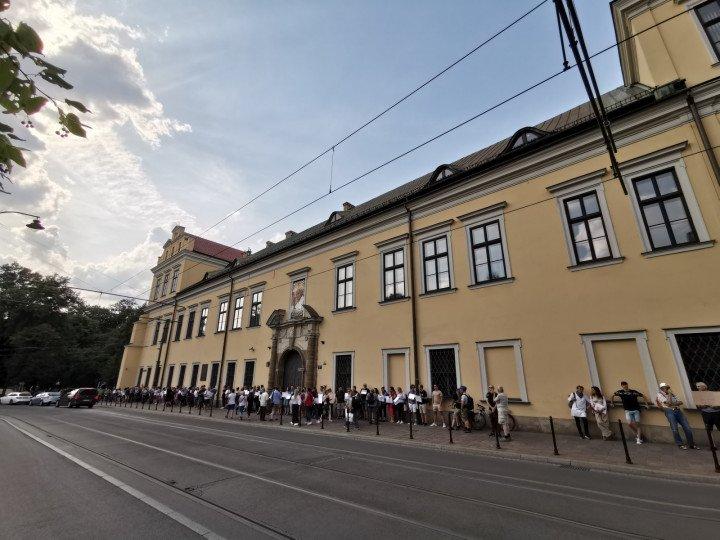 Demonstracja przed kurią krakowską - zdjęcie: 3/5