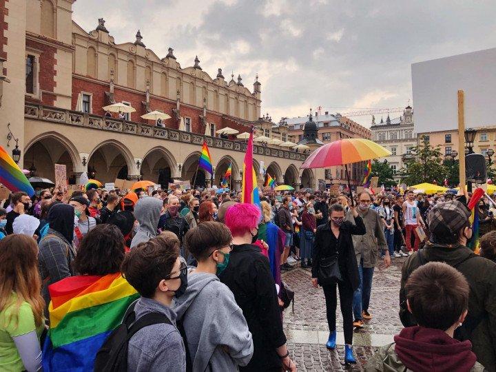 Manifestacja przeciwko Karcie Rodzin, Kraków - zdjęcie: 1/5