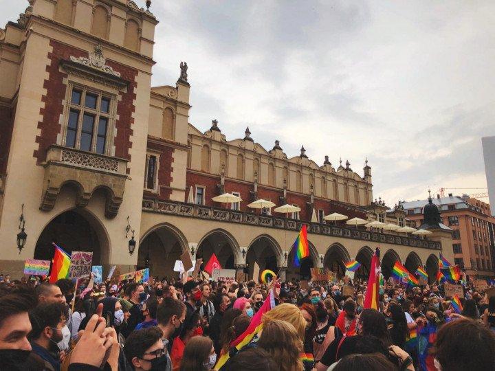 Manifestacja przeciwko Karcie Rodzin, Kraków - zdjęcie: 2/5