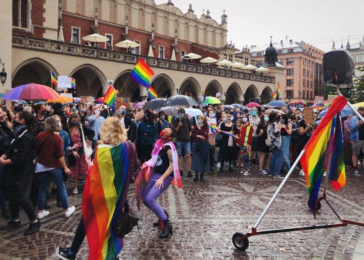 Manifestacja przeciwko Karcie Rodzin, Kraków - zdjęcie: 3/5