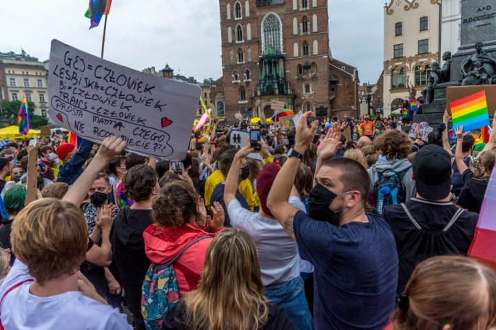 Manifestacja przeciwko Karcie Rodzin, Kraków - zdjęcie: 5/5