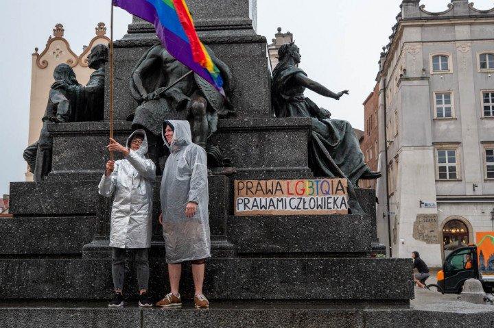 Manifestacja przeciwko Karcie Rodzin, Kraków - zdjęcie: 2/20