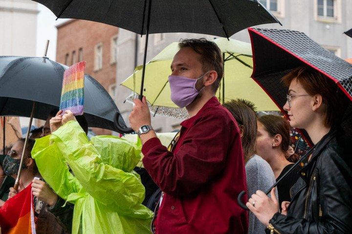 Manifestacja przeciwko Karcie Rodzin, Kraków - zdjęcie: 3/20