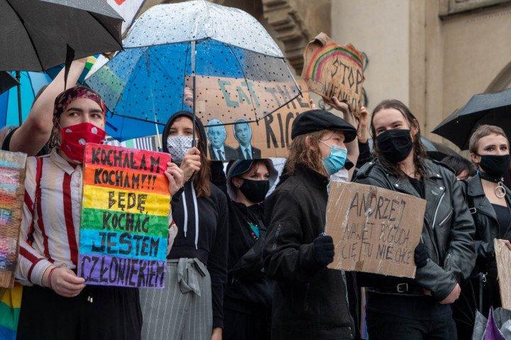 Manifestacja przeciwko Karcie Rodzin, Kraków - zdjęcie: 4/20