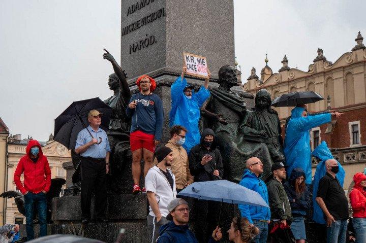 Manifestacja przeciwko Karcie Rodzin, Kraków - zdjęcie: 10/20