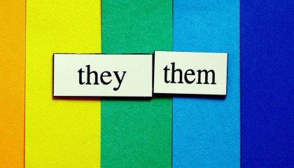 Młodzież w społeczności LGBTQ+: 25 procent używa zaimków neutralnych płciowo